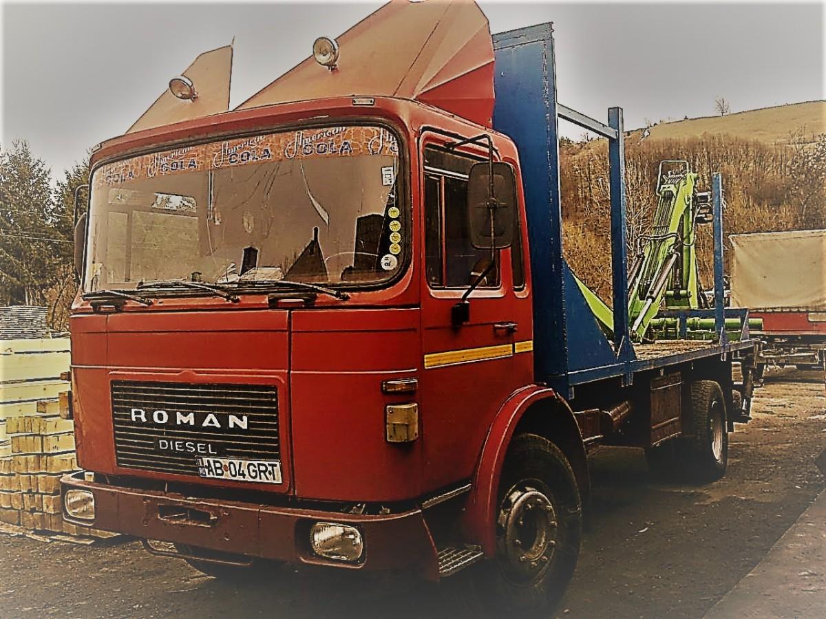 Camionul cu cabină portocalie, beciul, și uleiul demotor